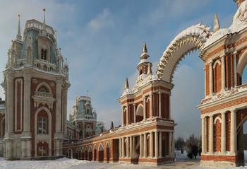 Прогулки в Царицыно... / Цари́цыно — дворцово-парковый ансамбль заложен по повелению императрицы Екатерины II в 1776 году. На протяжении веков достраивался и реставрировался.
