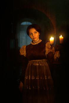 Девушка со свечами... / ***