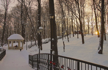 Под снежным взглядом / Вечер а парке.