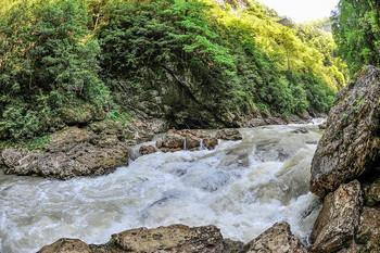 Гуамское ущелье,река Курджипс. / Краснодарский край,Апшеронский район.