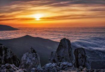 С высоты 1234 метра / Крым, Ай-Петри, рассвет  http://www.youtube.com/watch?v=_u78C6DnjLY
