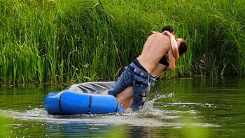 Любовь и падение. / Летний отдых на озере.