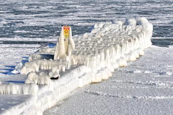 Февральская стужа / Море, зима, лед, причал.