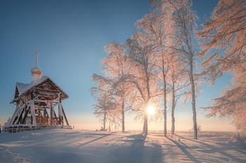 Солнце на Белой Горе / У звонницы Белогорского монастыря