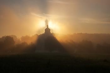Без названия / утро, туман, свет, Гребневская Никольская зимняя церковь