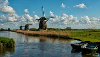 В краю ветров и мельниц / путешествуя по каналам Голландии