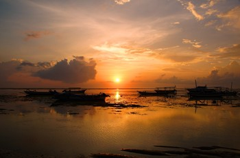 Утро сонных лодок... / Берег океана