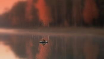 Вечером всё окутало туманом / Вечером во время рыбалки всё окутало туманом