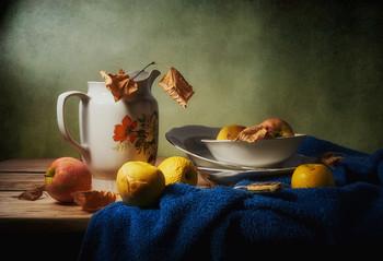 С яблоками / предметная композиция