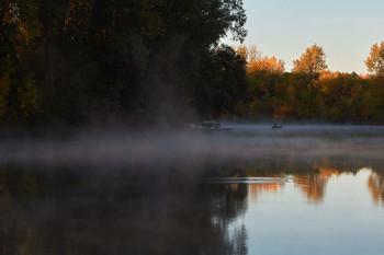 На рыбалке / рассвет,река,рыбак,туман