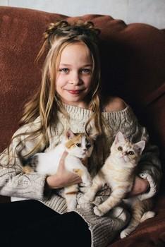 Ангелина с котятами / модель Ангелина Табакова причёска Галина Князева