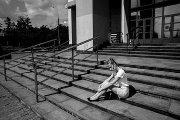 На ступенях / модель Даша Басина причёска Галина Князева