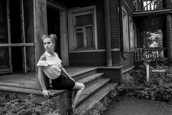 Там, где был резной палисад / модель Даша Басина причёска Галина Князева