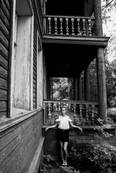 Под балконом / модель Даша Басина причёска Галина Князева