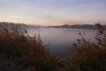 На заре / рассвет,туман,рыбак