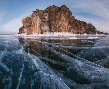 Сказочный лёд. / Судя по солнечной погоде и зелени вокруг, можно сказать, что летний фотосезон открыт, а значит уже можно строить планы на следующую зиму. А зимой я снова приглашаю на Байкал и Кольский полуостров! На сказочный лёд Байкала в следующем году поедем рано, в конце января, когда туристов еще немного. А за северным сиянием и за потрясными зимними пейзажами отправимся на Кольский полуостров в феврале! Группы уже набираются, программы на нашем сайте.  - Байкал (январь 2020): http://photogeographic.ru/phototour_baykal_february_2020/  - Кольский (февраль 2020): http://photogeographic.ru/phototour_kola_february_2020/