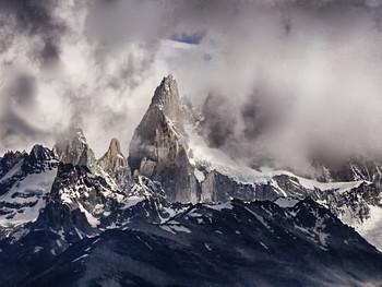 Фицрой / Гора в Патагонии. Названа в честь британского адмирала и исследователя Патагонии, капитана брига Бигл. Гора большей частью скрыта облаками, но нам повезло.