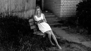 Читая книжку / модель Даша Басина