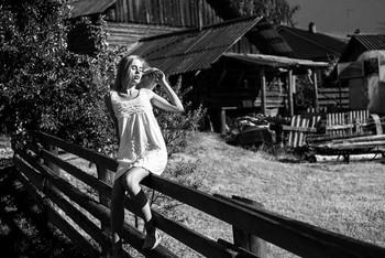 На заборе / модель Даша Басина