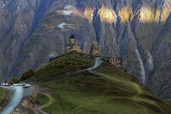 Без названия / Гергетская церковь у подножия горы Казбек