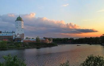 вечерний Выборг / Выборгский замок является главной достопримечательностью Выборга и по истине самой красивой и впечатляющей