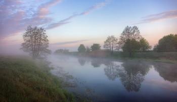 В утренней прохладе / Прогулка у реки