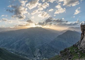 Селфи на фоне заката / Селфи не мое, к сожалению. Был занят делом внизу. Долина реки Аварское Койсу, горный Дагестан.