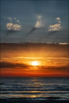 Da'at. Седьмое Небо / Da'at. Seventh Heaven. Do you know where the clouds are born? Growing up, they wander along the blue sands of their ghostly world, filled with inner shine. And at the hour when the Gate of Heaven opens, some of them decide to step into the abyss... to see the Earth and melt away.  __________________________________________ Da'at. Седьмое Небо. Знаете ли вы, где рождаются облака? Вырастая, они бродят по голубым пескам своего призрачного мира, наполненного внутренним сиянием. И в час, когда открываются Врата Небес, некоторые из них решают шагнуть в бездну, чтобы увидеть Землю и растаять...