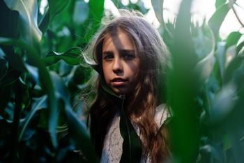 Тени кукурузы / модель Полина Мячинская