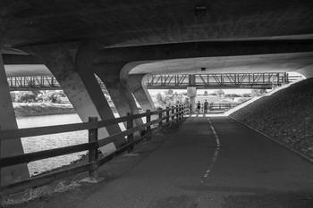 Под мостом / [img]https://d.radikal.ru/d07/1908/46/53dd8a9843c4.jpg[/img]