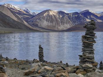 Пангонг Цо / Озеро в окружении гор  Гималаи 4200 м
