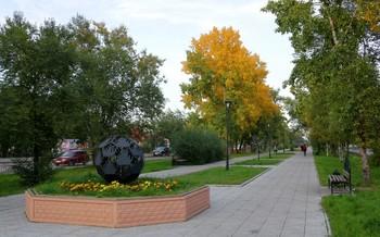 Осеннее одеяние города / Улица города в Черногорске.