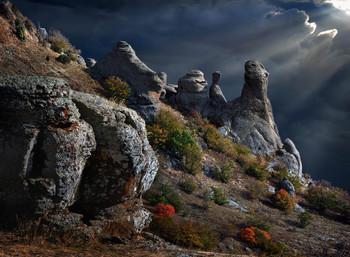 Окаменевшие ИДОЛЫ Долины Привидений / Заседание, на горе Демерджи, продолжается... Серия фоток: «Каменные МОНСТРЫ Долины Привидений» -- Жмите на тег #каменные-монстры-крыма