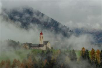 Тумана клочья ватные... / Осеннее туманное утро в деревушке Курт.  Canon 1D Mark IV, Tamron SP 150-600 mm f/5-6.3 Di VC USD G2 1/80,f/8.0, ISO 200, штатив, d/f 150 mm.