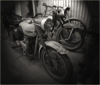 Мотоциклетка / Пора заводить мотоцикл, Заводить себя Еще немного и мой жизненный цикл Станет ниже нуля.
