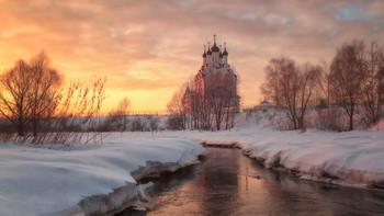 Вечер у реки Сукромка / Зима, река, закат, Храм Благовещения Пресвятой Богородицы
