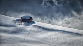 / Schneewehen im Naturpark Gantrisch, Schweizer Alpen.