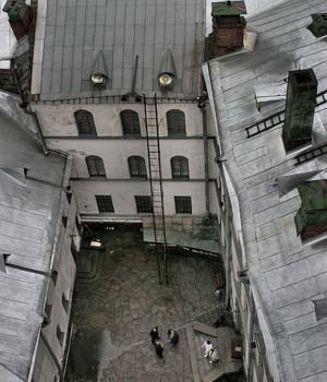 Смотрим вниз на туристов... / Крепость в Выборге...
