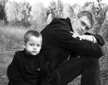 Папа и сын / картинки с выставки