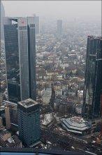 митинг / Франкфурт, Main Tower. В нижней части кадра можно увидеть митингующих.