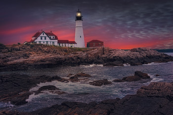 / The Portland head light lighthouse at dusk in port Elisabeth, Maine, Usa