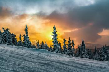 Зимний закат в горах / Без описания