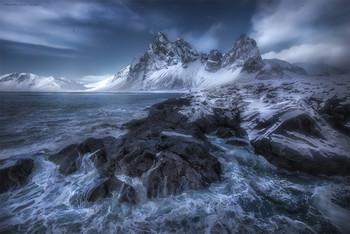 Состояние природы / Исландия Быть сильным как скалы и текучим как вода. Чтобы не происходило в мире и в нашей жизни нужно делать то, что любишь, и быть с теми, кого любишь. Страх нужно победить в любом случае. А творчество, красота и работа над собой помогают это сделать.