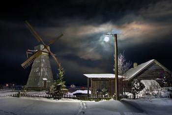 Лунный-фонарь над мельницей / Melnik ночью забрел ещё на одну мельницу :) . Долго в полной темноте плутал, но облака разошлись и в ярком лунном сиянии увидел своего однофамильца!