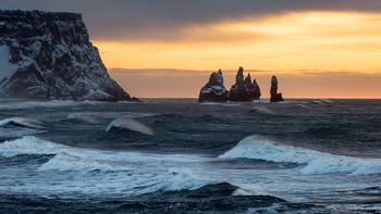 Скалы Reynisdrangar / Исландия