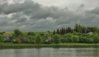 Скоро дождь.. / Весенняя дождливая погода . Пейзаж .