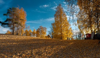 На пригорке. / Осень .