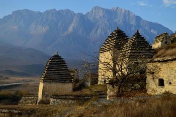 Даргавс - город мёртвых..........http://darkbook.ru/dargavs-gorod-mertvykh / Северная Осетия. Даргавское ущелье. Октябрь