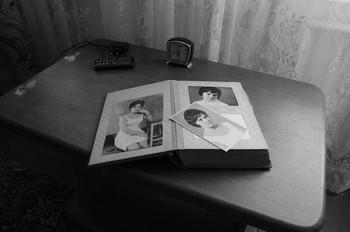 Старый альбом / Про опустевший дом.Такой была хозяйка дома 60 лет назад[img]https://b.radikal.ru/b03/2005/de/18f3a4ca7769.jpg[/img]  [img]https://a.radikal.ru/a41/2005/d8/57340d71c200.jpg[/img]  [img]https://a.radikal.ru/a29/2005/95/3c4c524e9de5.jpg[/img]