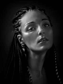Портрет девушки в тёмной тональности.... / ***